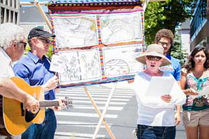 We adopted the Guatemalan style of street theater, the Cantastoria.